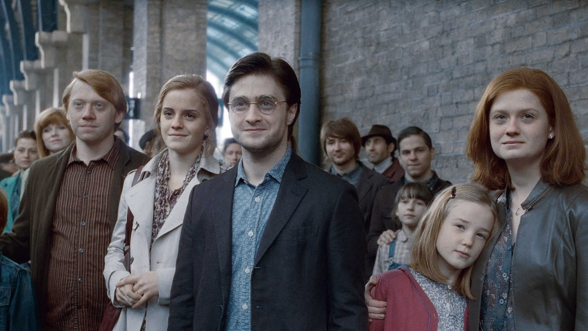harry-with-hermione-and-the-weasleys